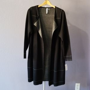 NY Woman's Collection Long Blazer. Blk & White